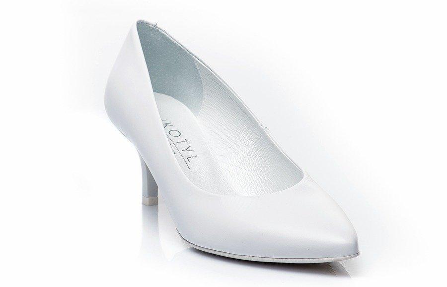 37d002a230a73 Wygodne buty ślubne — sprawdź najpopularniejsze modele - Buty i ...